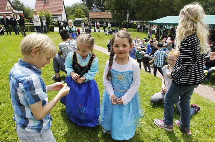 Viele Gäste waren zu Besuch im Kinderdorf.